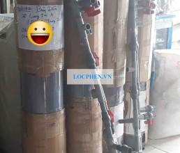 Don hang 02 bo loc nuoc gieng nhua PVC di Hau Giang
