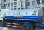 Dung xe phun nuoc nguy trang de len xa thai xuong duong