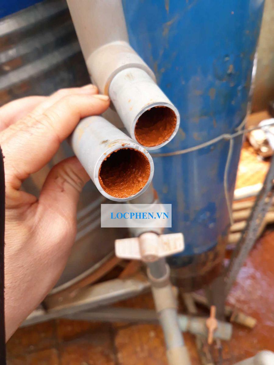 phèn bám trong đường ống nước