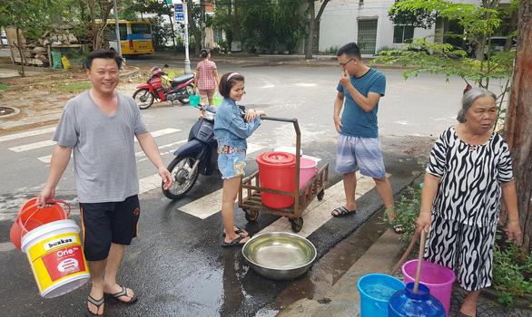 Người dân Đà Nẵng chấp nhận dùng nước hôi mùi bùn để sinh hoạt