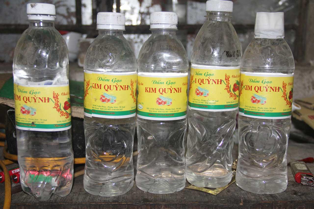 dùng nước dấm để tẩy phèn