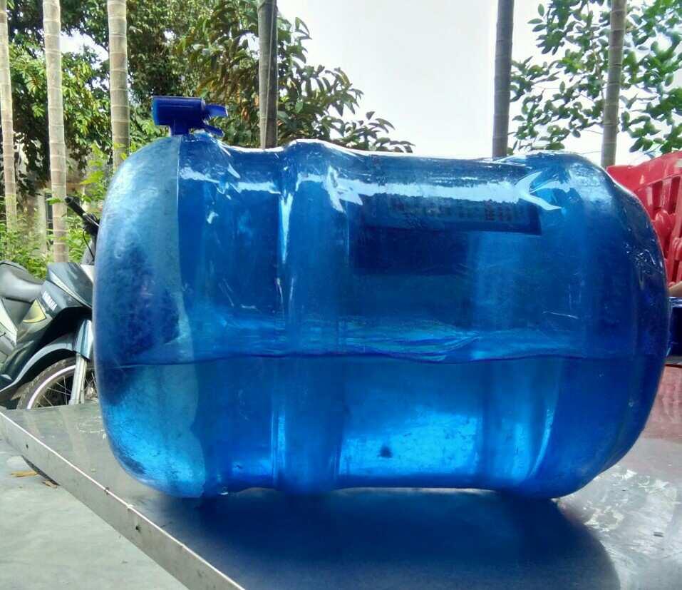 Rêu nổi lềnh phềnh trong bình nước uống tinh khiết 20l